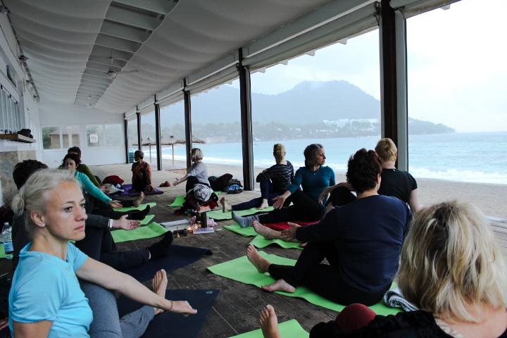 Yogaferien am Meer, Yoga am Strand