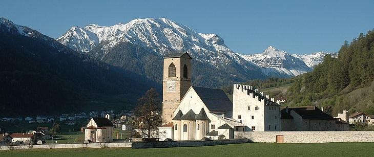 Kloster Müstair mit Tal schmal