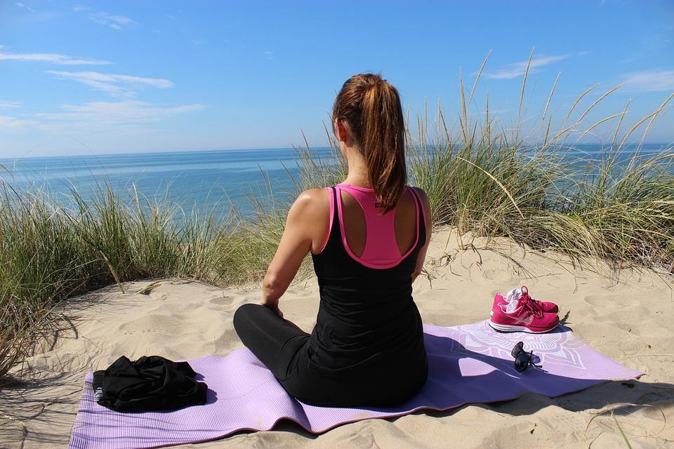 Yoga am Meer: Induality bietet traumhafte Reisen an die schönsten Orte der Erde