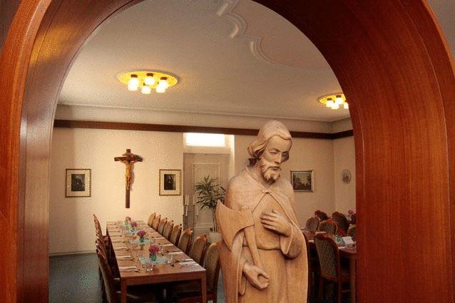 Auszeit im Kloster Speiseraum
