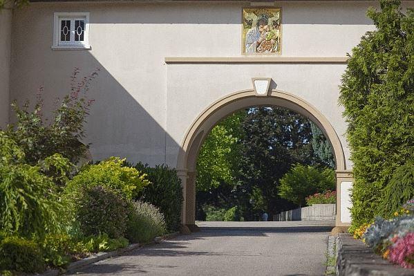 Auszeit im Kloster Gebäude