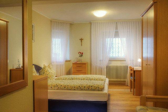 Auszeit im Kloster Unterkunft Zimmer