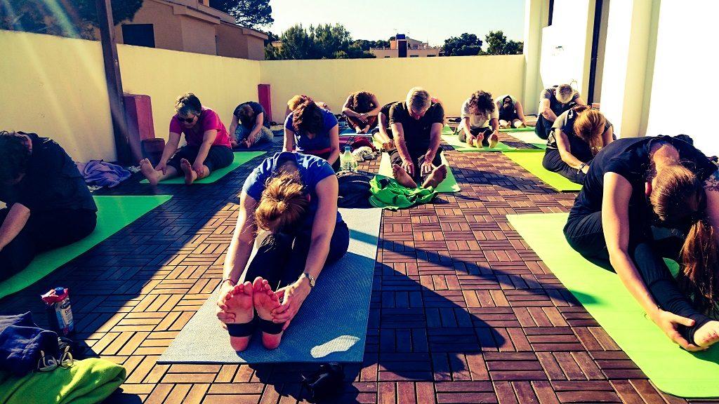 Yoga am Meer Yogaferien mit Stefan Dachterasse Vorbeuge Internet