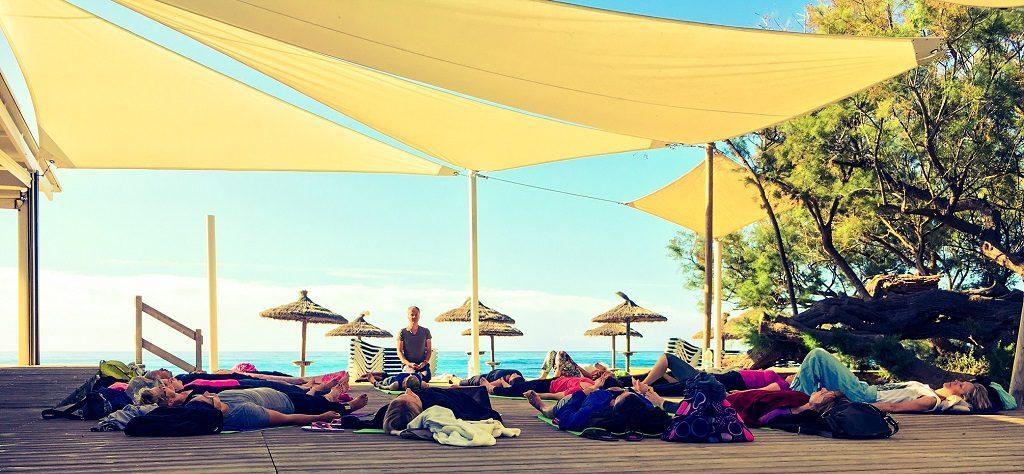 Yogaferien am Meer Yoga am Strand Tiefenentspannung Internet