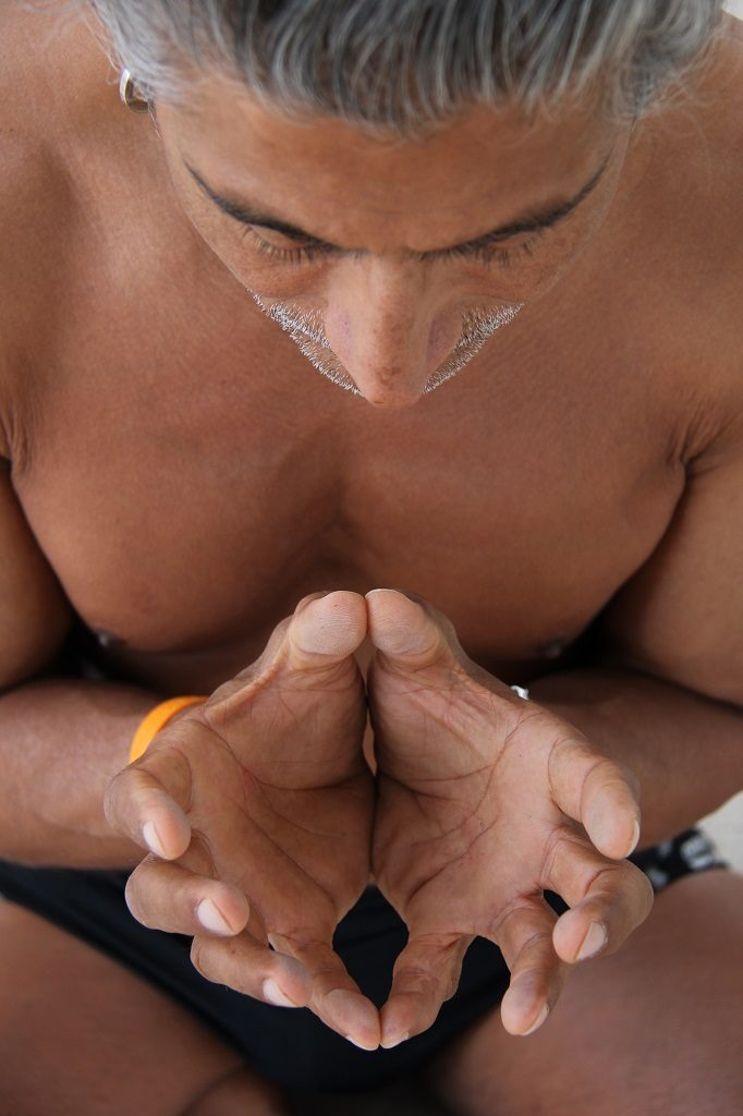 Yogalehrer am Summer of Love Festival
